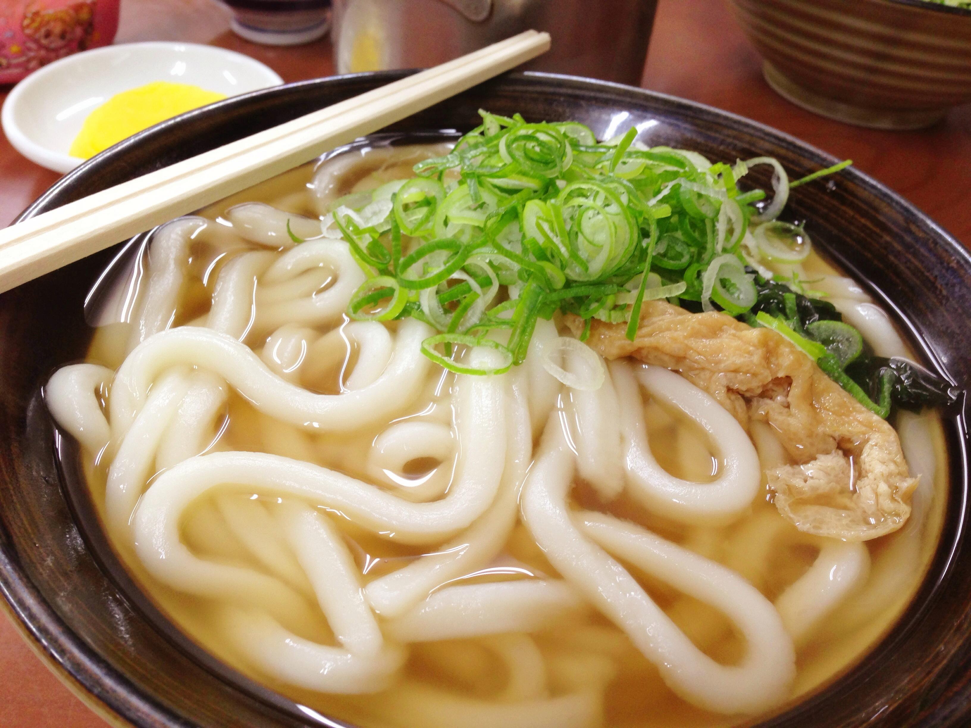 【食べた】あえて言おう「やわ麺を食え」福岡のソウルフード「牧のうどん 周船寺店」