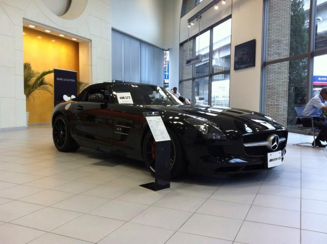 この時点で発売前のSLS AMG Roadster!