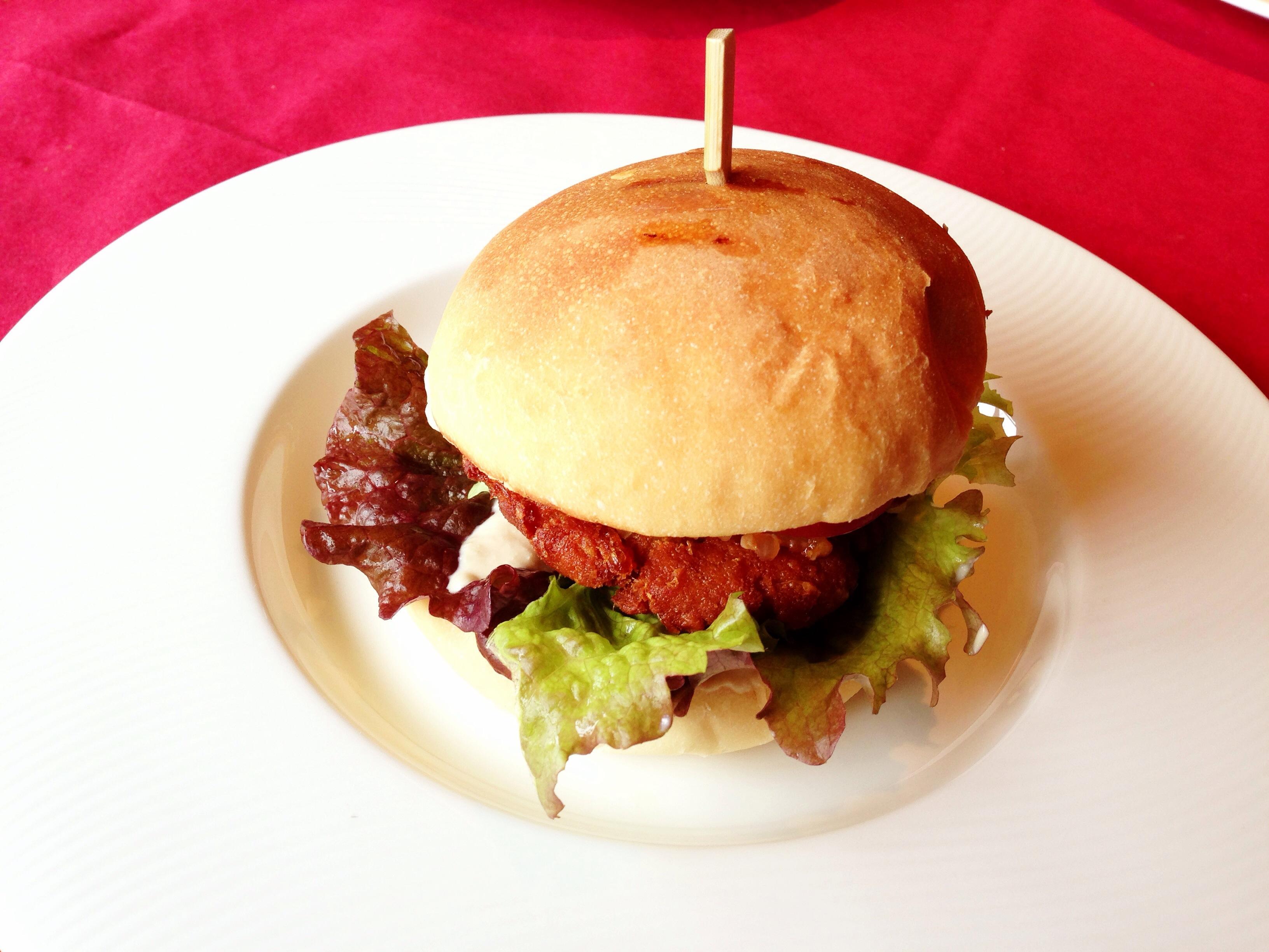 【糸島】必ず食べるべし!伊都安蔵里の「安蔵里かふぇ」で食べた、無農薬野菜と大豆パテを使った「安蔵里バーガー」が絶品だった!
