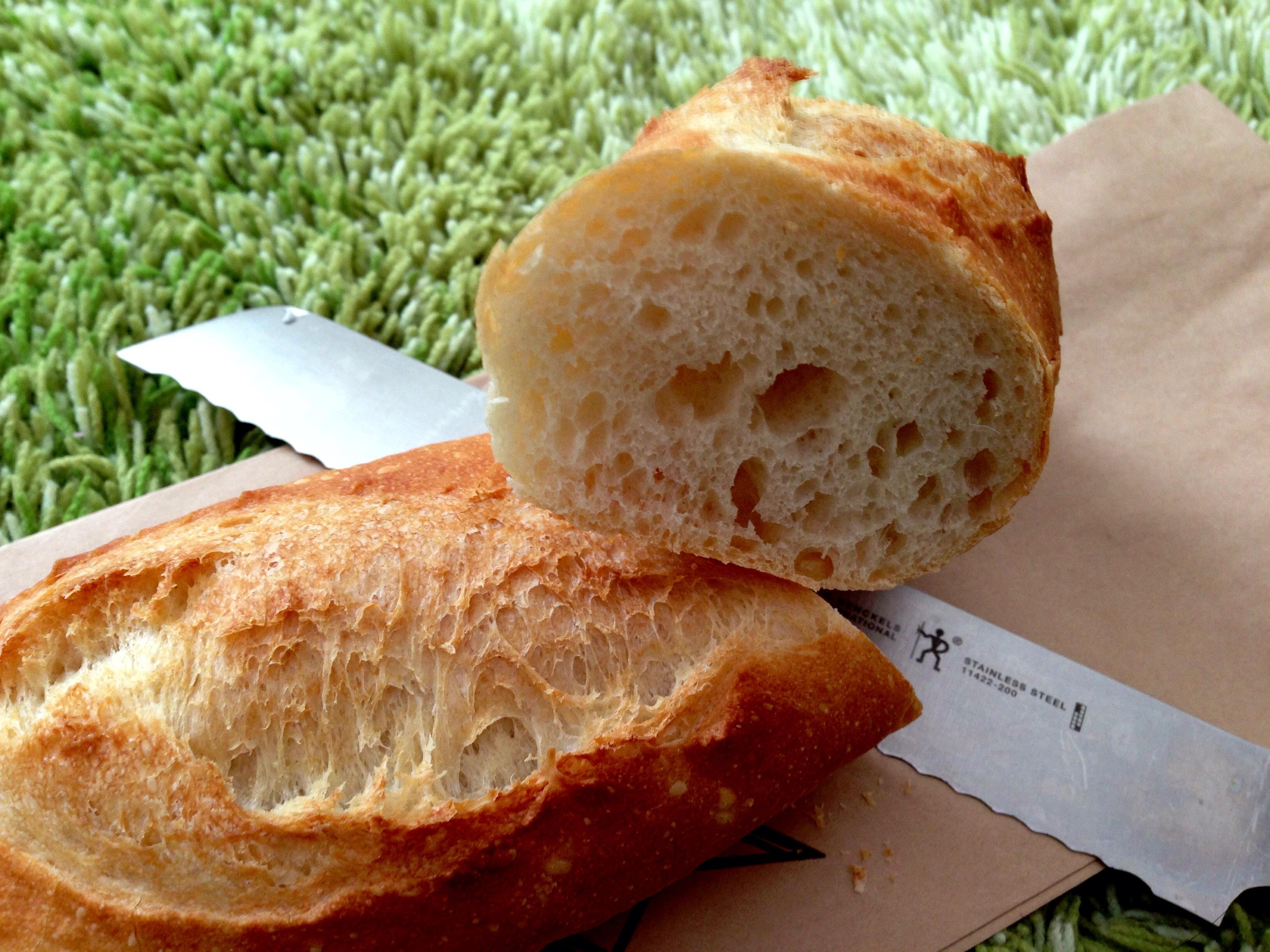 【糸島】静かな住宅街にある天然酵母のパン屋さん。焼き立ては店内のテーブルでいただきたい!「BAKERY HARE」