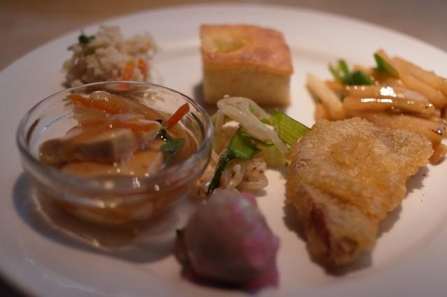 三皿目。野菜の天ぷらもあります!