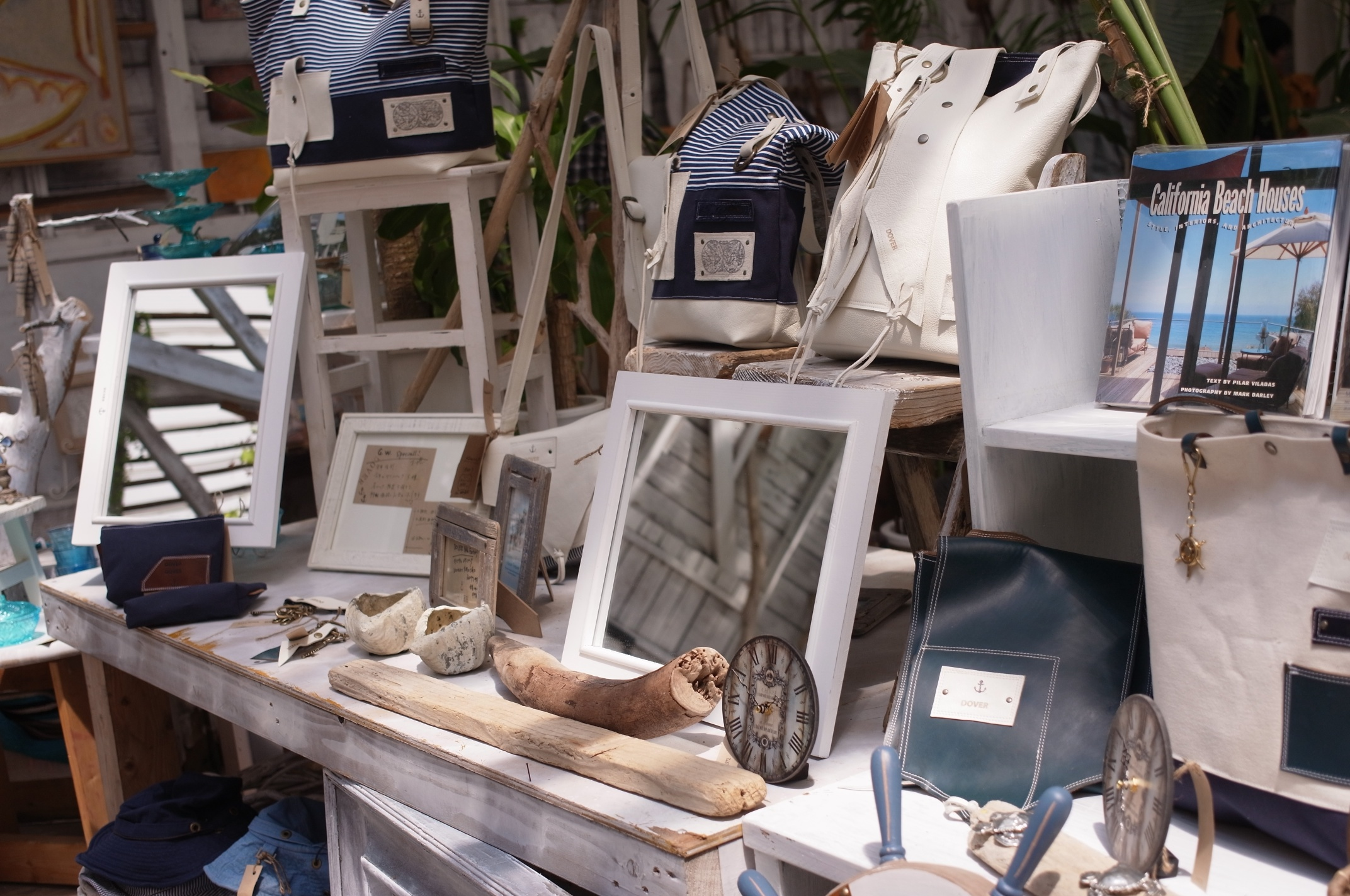 【糸島】ワンコがお出迎えしてくれる、倉庫を劇的リフォームしたアートな雑貨屋さん「DOVER」