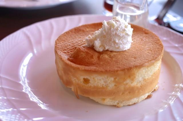 スフレパンケーキ!シロップはハチミツで!