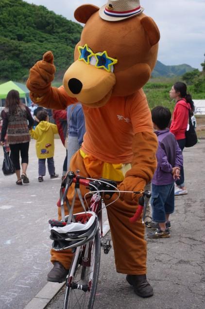 自転車に乗ってポーズ!