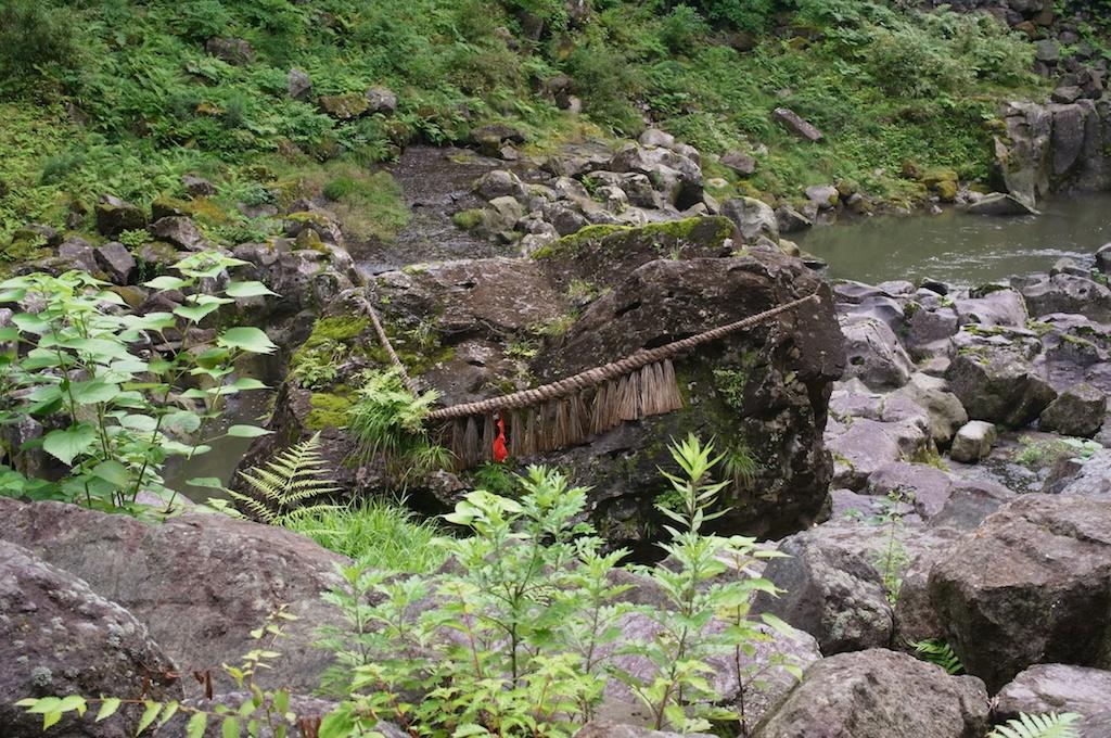 張り詰めた空気が一体を支配する!神話と伝説の「高千穂峡」を歩き回ってきた!