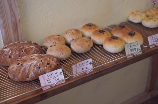 パンは比較的大きめかな