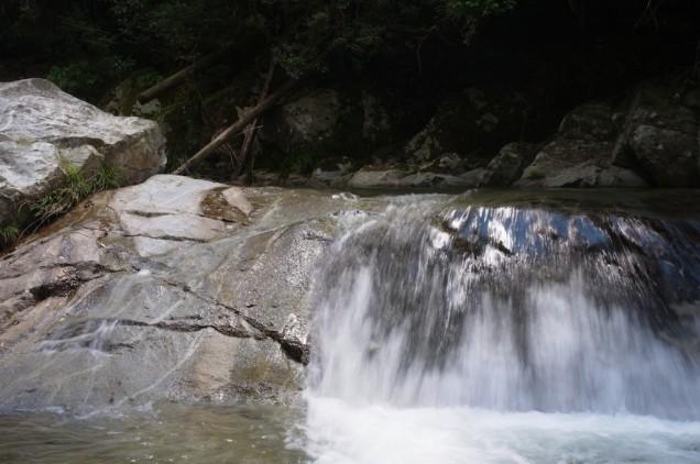 滝の勢いは強烈!