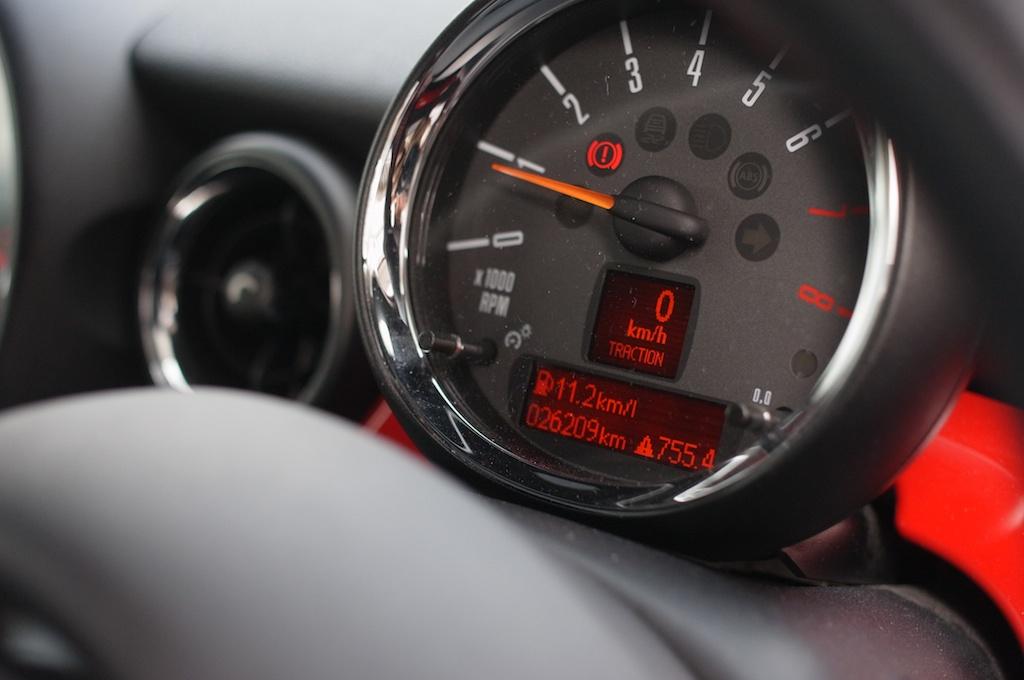 【R56 JCW】納車から2年2ヶ月、26,200キロを走っての平均燃費を晒します!