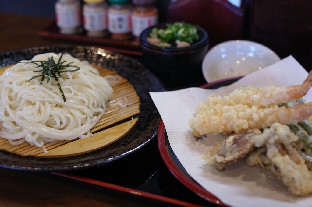 【食べた】この美しい麺と天ぷらを見よ!「練り込みうどん権」でいただいた天ざるが絶品だった!