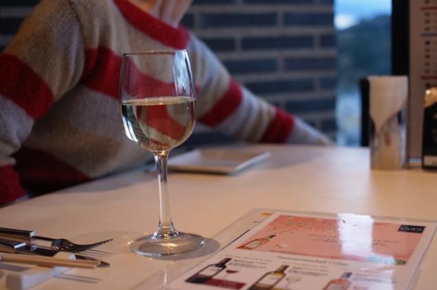 まずはワインで乾杯!