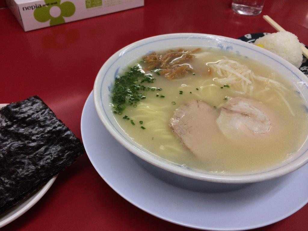 南京ラーメン黒門 – 「滋味」という言葉がぴったり!実に奥深い味わいの豚骨ラーメン!