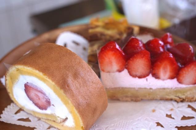 あまおういちごのロールケーキとタルト!