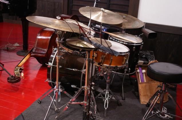Gretschのドラムセットは舐めるように観察させていただきました!