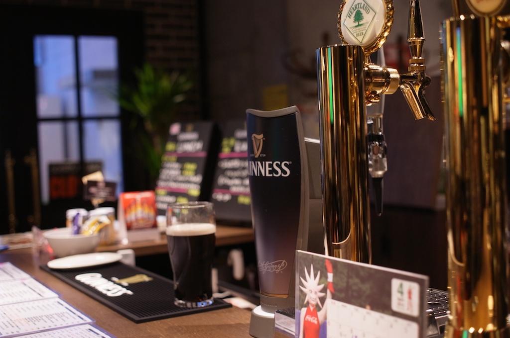 The Rugby British Pub – 糸島で生ギネスが飲める!フラっと立ち寄れる大人の空間です!