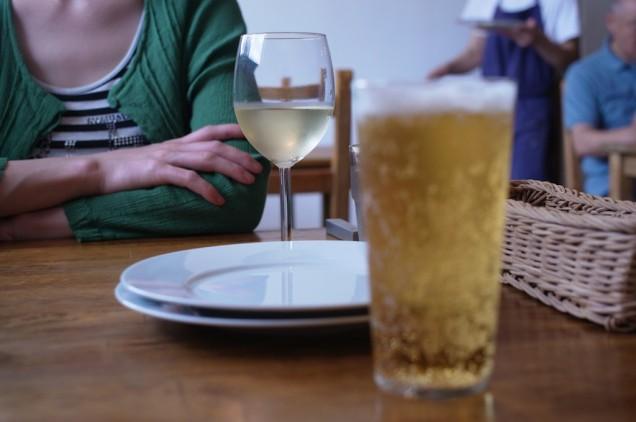 嫁はグラスワイン、わたしはノンアルコールで乾杯!