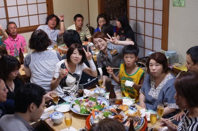 みんな楽しく食事中!