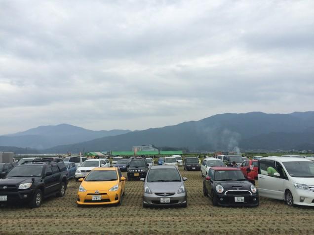 これが駐車場!車高が低めなJCWはギリギリな感じでした・・・
