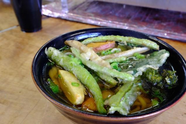 コレがおすすめの野菜天うどんだ!