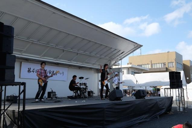 ステージでは爽風の中村さん率いる「ノンオイル」というバンドの演奏が!カッコいい!