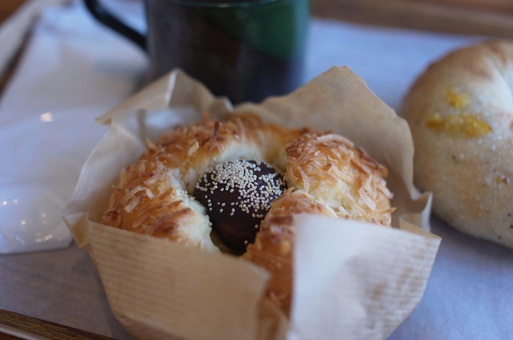 パン家アストレア – イートインで焼き立てパンを食べながらコーヒーを飲むのがお気に入り!