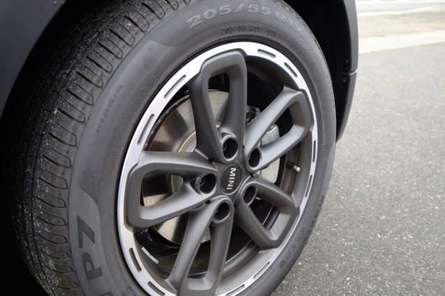 タイヤは205/55 R17サイズでした!