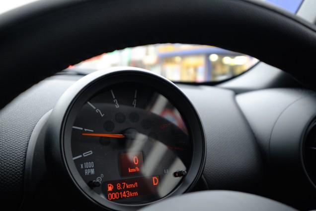 走行距離はわずか143キロ!燃費表示は8.7キロ!
