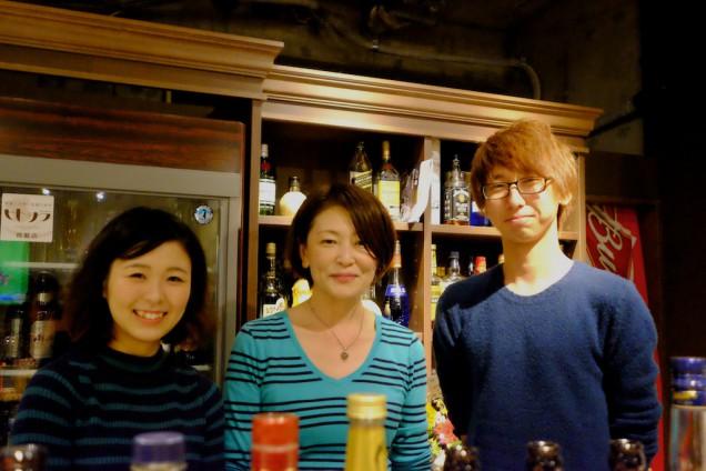 真ん中がオーナーの飯田さん!スタッフのお二人も良いコンビです!