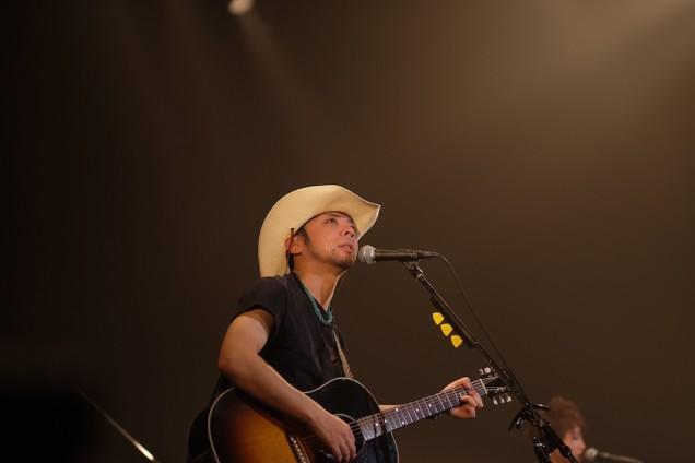 村田くん、涙を流しながらのギター