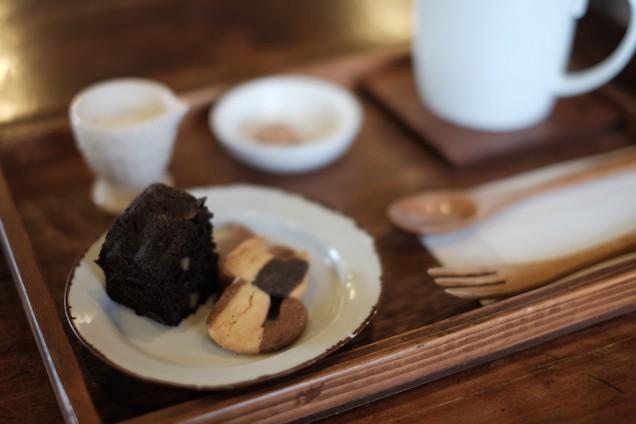 コーヒーとの相性もいいお菓子が付いてきます!