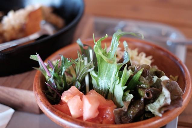 HINODEらしい、糸島野菜たっぷりのサラダ付き!