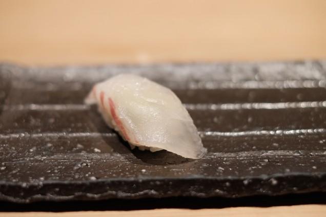 鯛。こちらもスダチと塩で味付け。