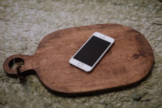 iPhoneと比べると、このくらいの大きさ!