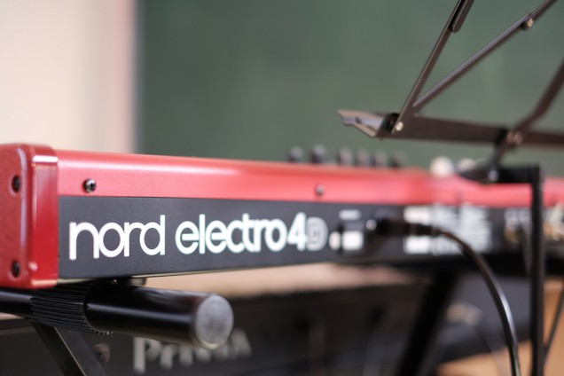 nord electro 4Dの赤が眩しい