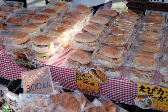 バーガー類を中心にボリュームがあるパンがたくさん!