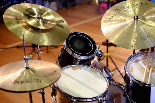 ドラムは、かなりの小径セット