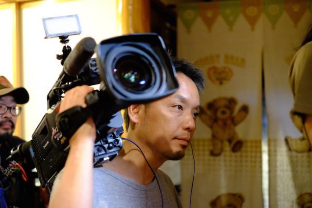テレビカメラも登場!