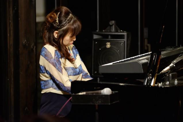 途中、武田さんもピアノで参加!