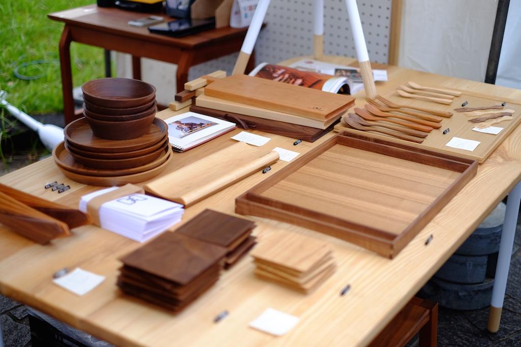 大きなテーブルにたくさんの作品が並びます!