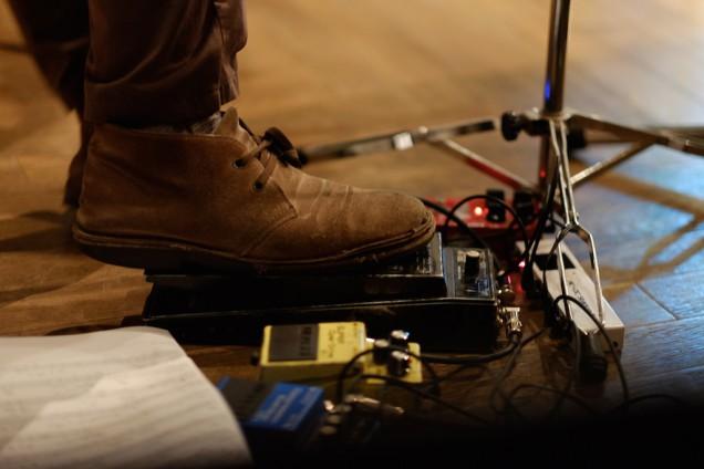 たまにギターの足元が気になったり…