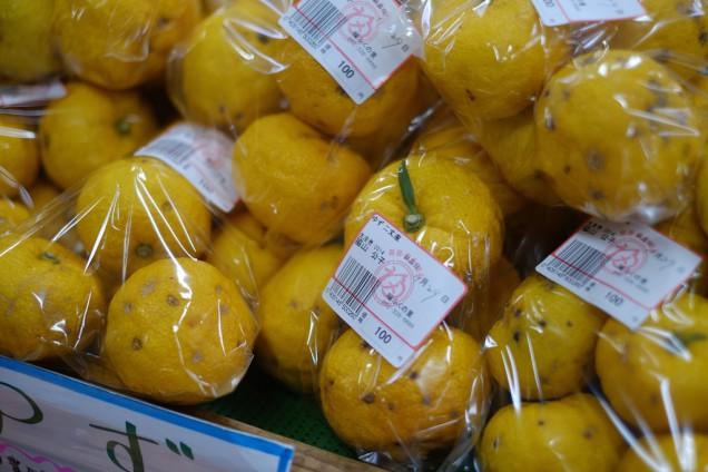 柚子が袋いっぱいで100円!