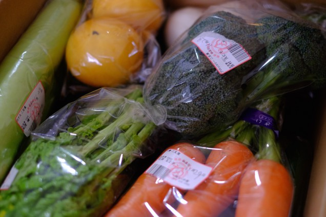 箱いっぱいに野菜をいただきました!