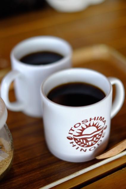 コーヒーを飲みながら待ちます