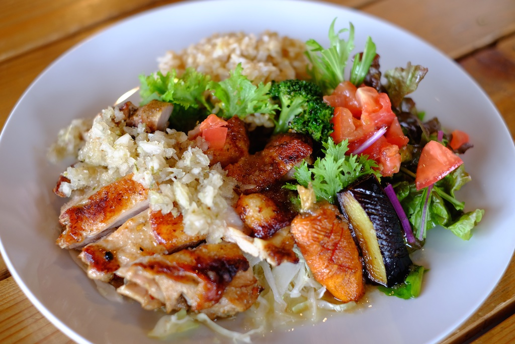 HINODE – 野菜たっぷりがHINODE流!スペシャルタコライスとタンドリーチキンプレート!
