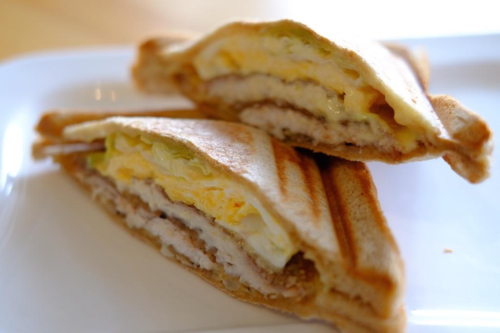 伊都ホットサンド笑顔 – 鯛を挟んだホットサンド「鯛サンド」が美味い!