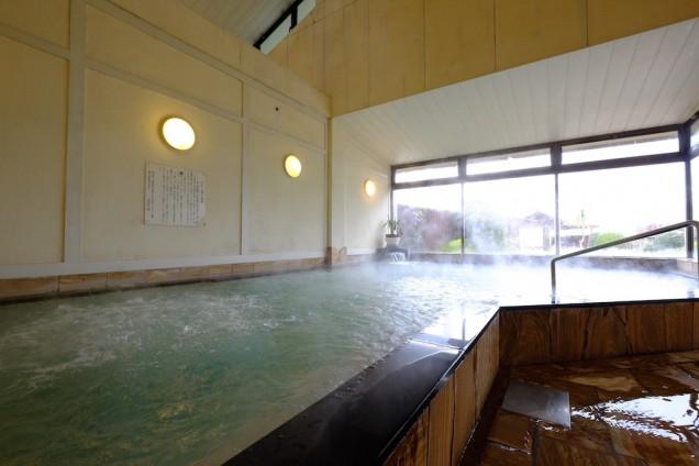 熱々のお風呂。湯気がモクモク!マッサージ浴もあり!