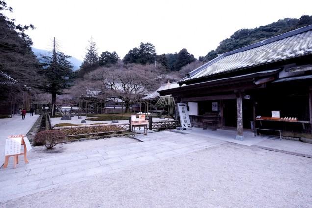 雷山千如寺大悲王院では雪も舞ってました