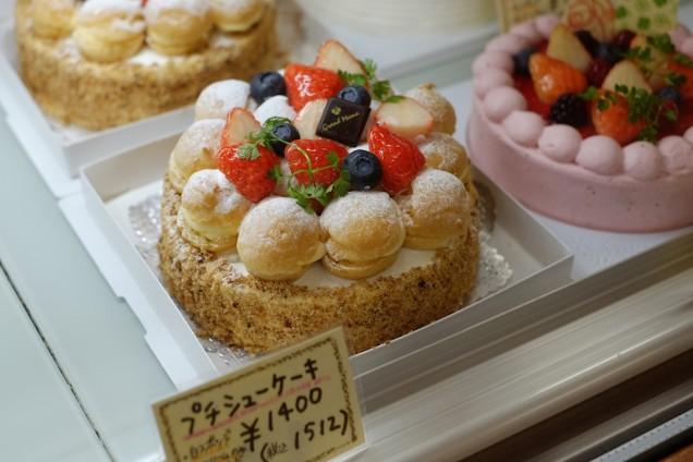 プチシューケーキ。1400円。