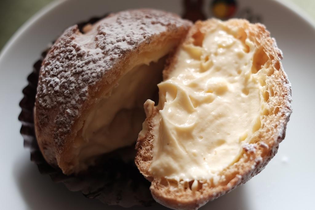 グランママ 前原店 – オススメはその場でクリームをつめるシュークリーム「糸島富士」!