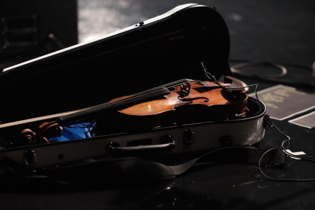 出番を待つバイオリン
