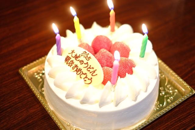 お祝いのケーキも届いていました